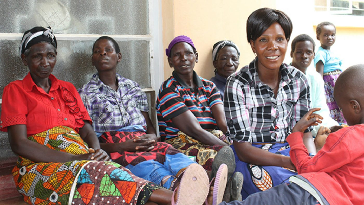 Vi träffar trichiasis-patienter i byn Mwase.