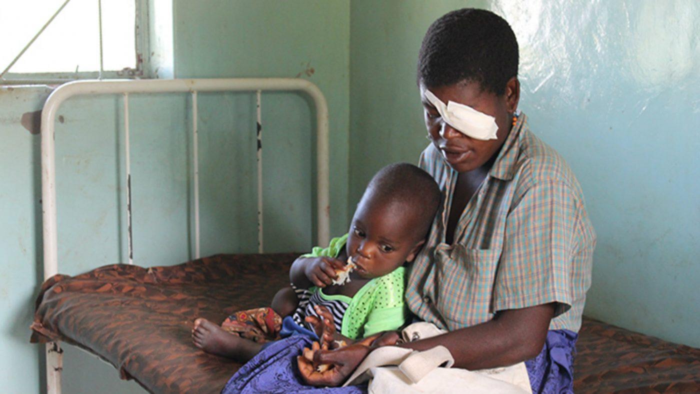Christina Zulu med sin tvååriga son.