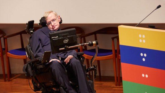 Professor Stephen Hawking deltog när Sightsavers firade att en miljard behandlingar mot försummade tropiska sjukdomar delats ut.
