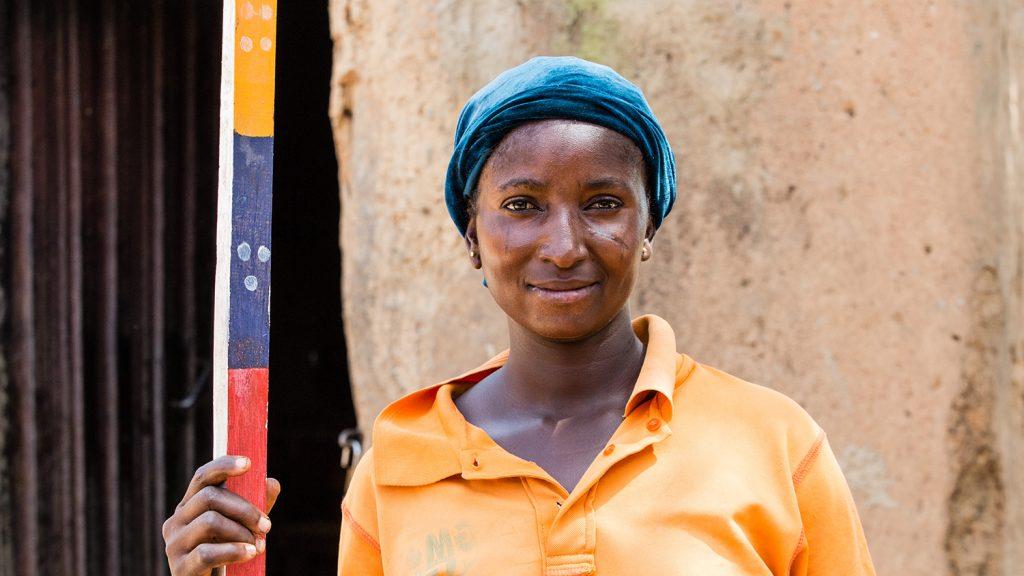En av Sightsavers lokala volontärer som arbetar med försummade tropiska sjukdomar.