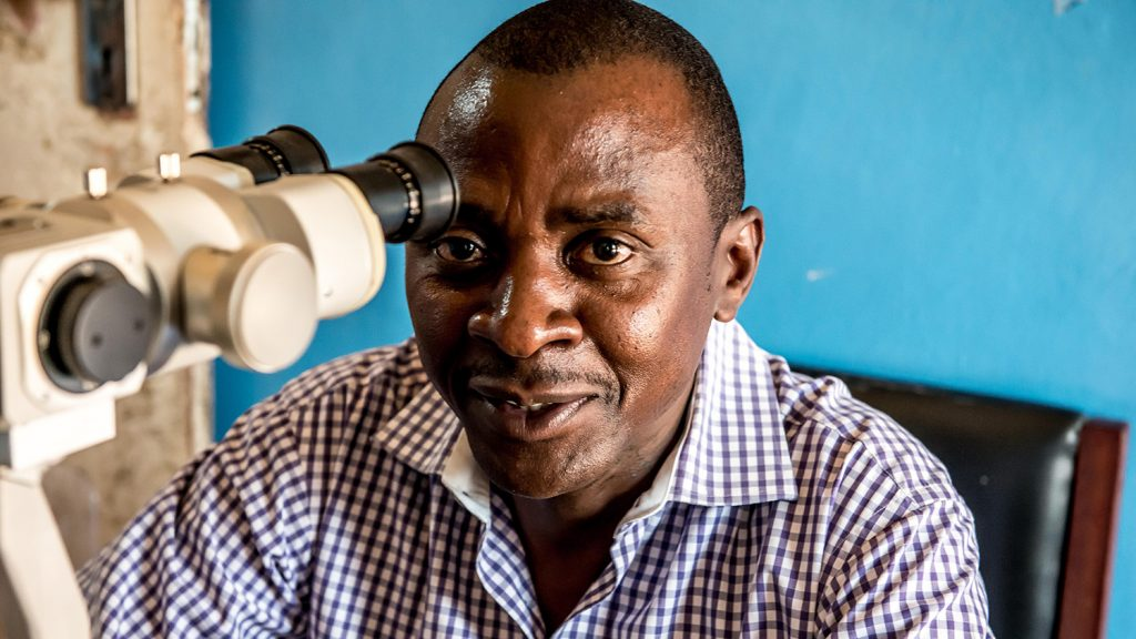Dr Gerald Msukwa ler in i kameran