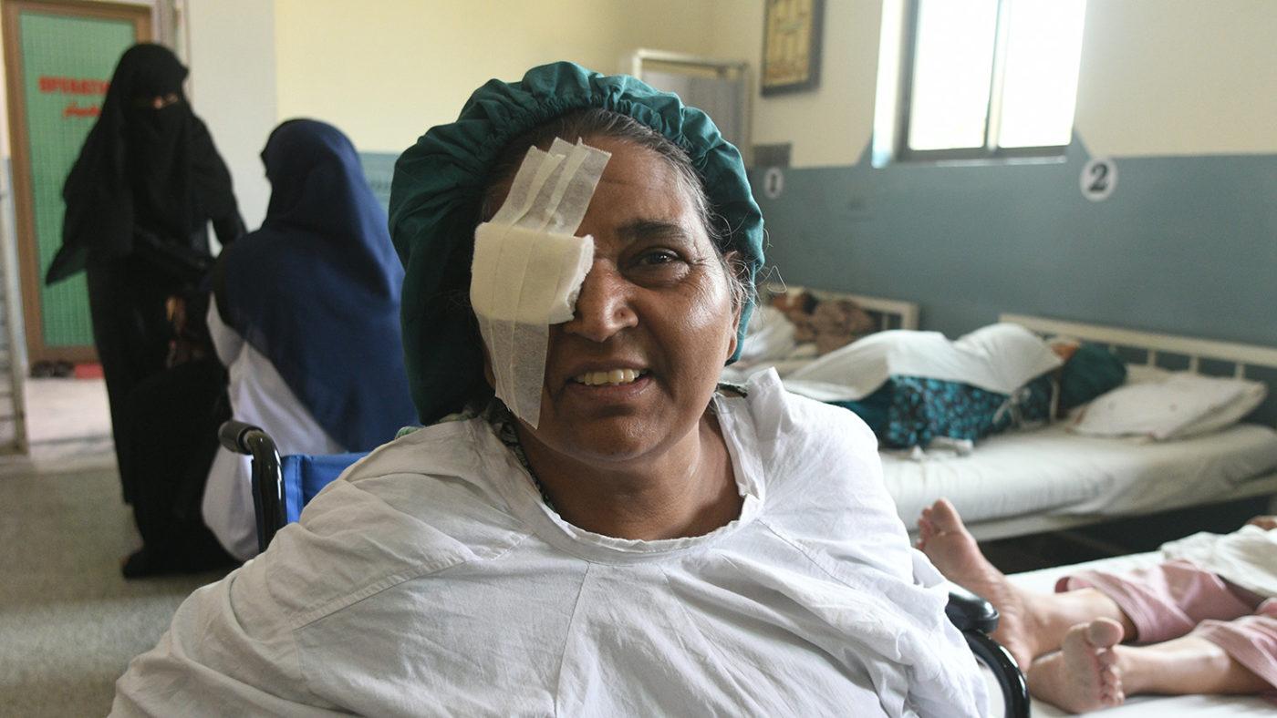 Naheed precis efter operationen.