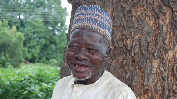 Usman ler efter ögonoperationen.